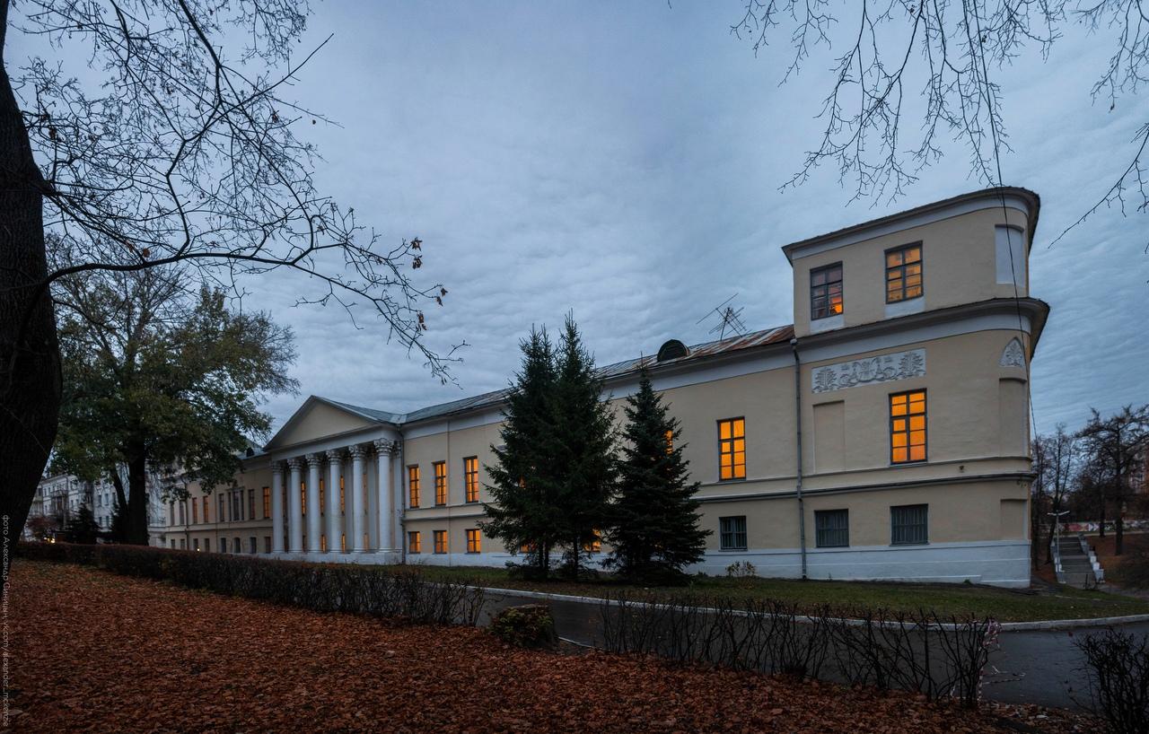 Художественный музей осенью
