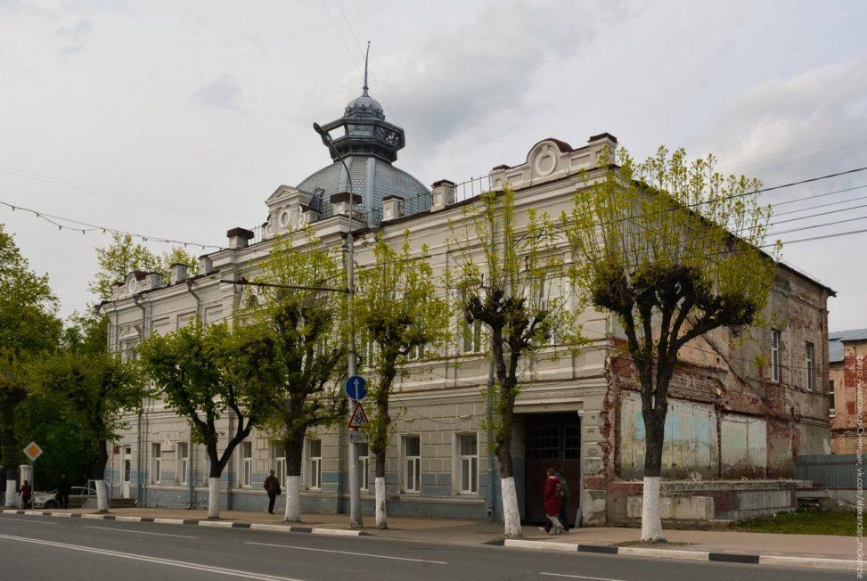 Здание поземельного банка и улица Ленина (Астраханская) в конце 19 века.