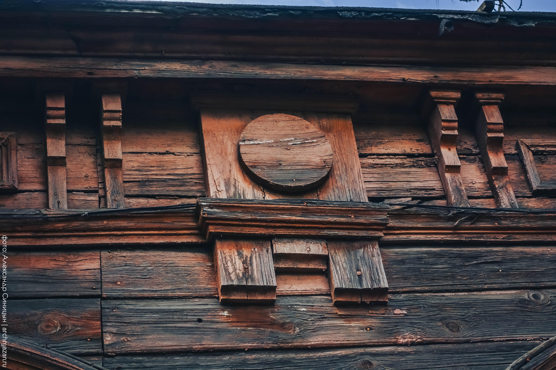 Резные детали на фасаде