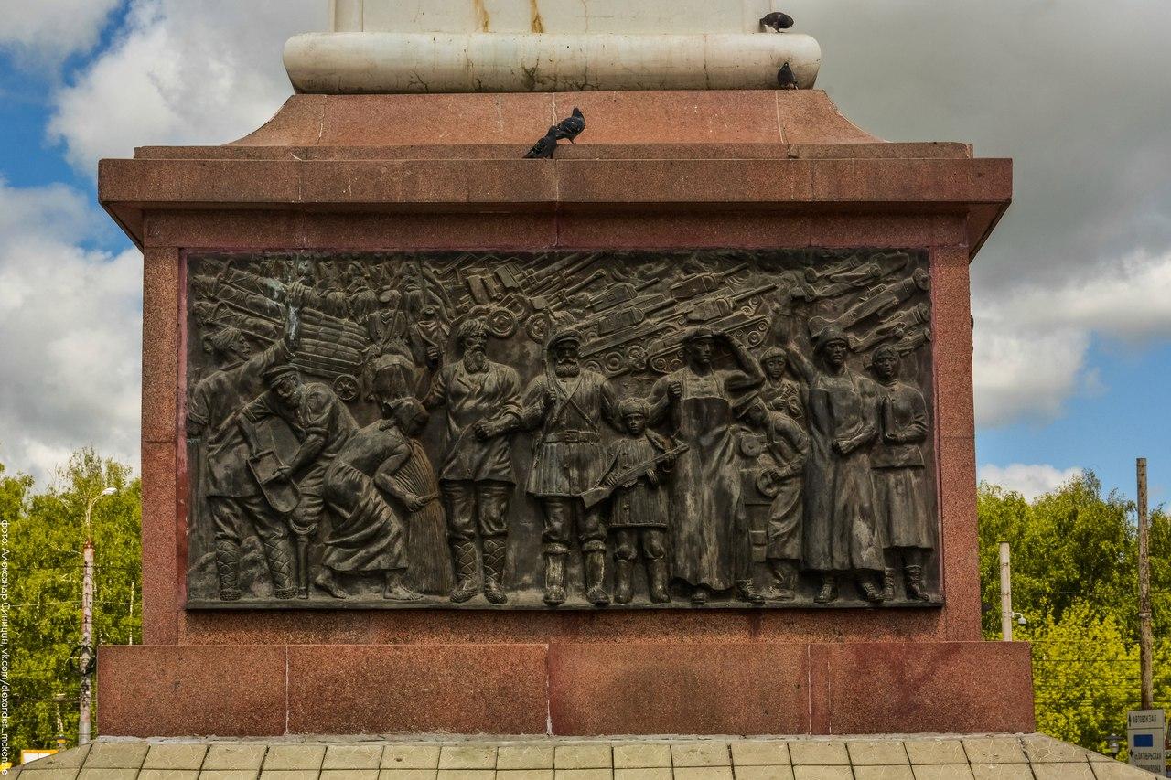 Барельеф на Памятнике Георгию Победоносцу в Рязани