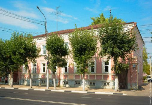 Здание бывшей частной женской гимназии госпожи А. К. Беккер.