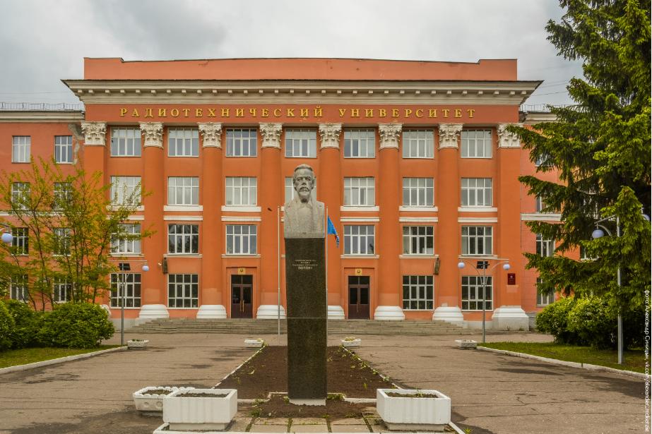 памятник Попову в Рязани