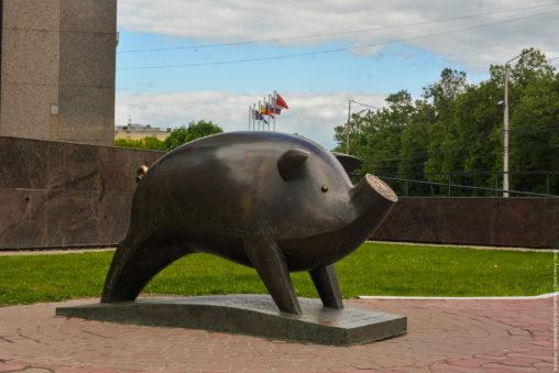 Скульптура «Свинья-копилка»