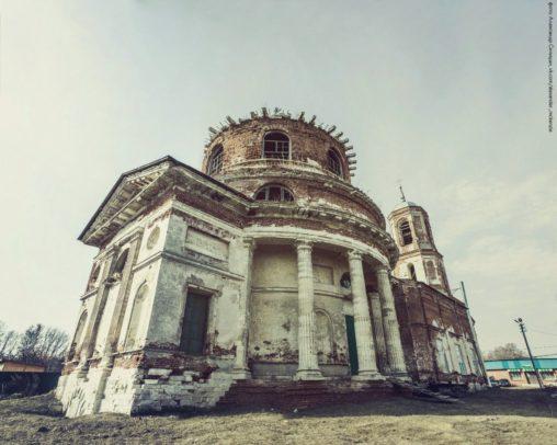 Храм в Истье