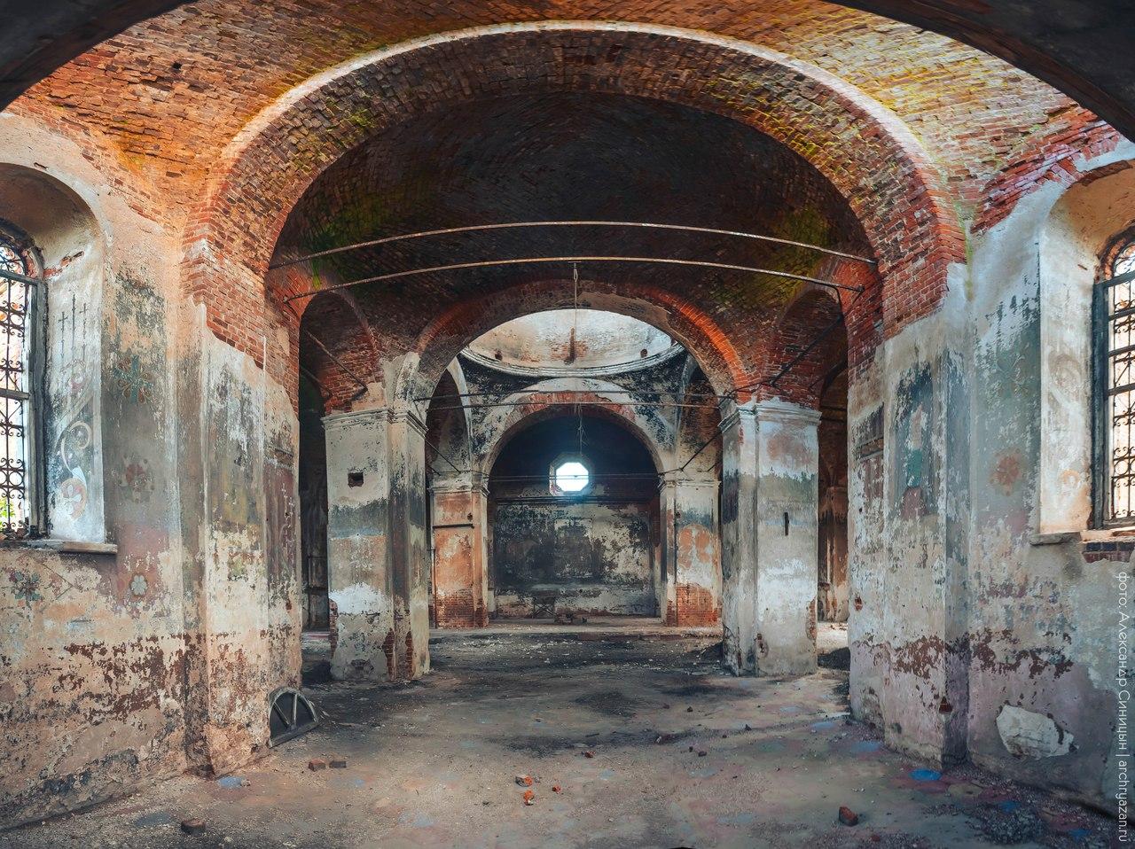 Интерьер церкви в Старое Зимино