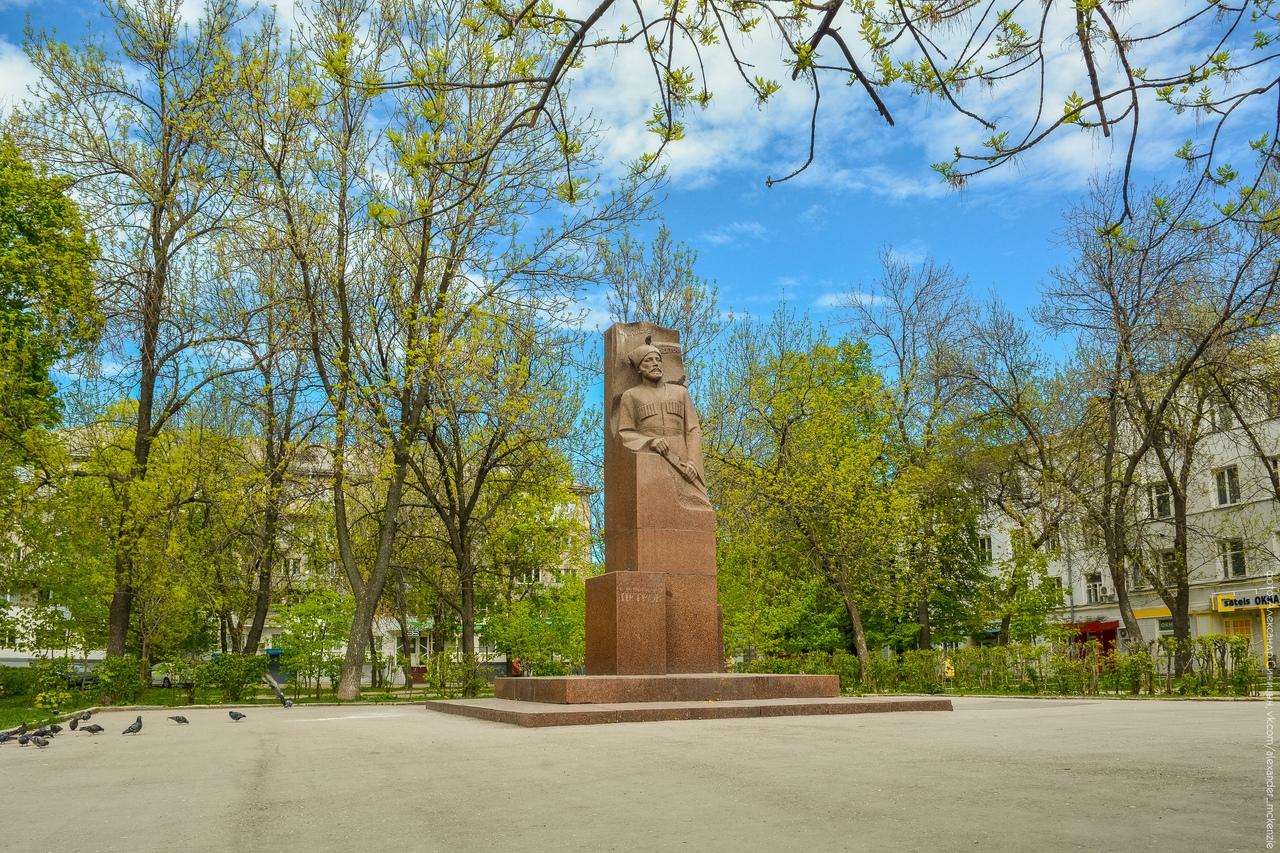 Памятник Петрову в Рязани